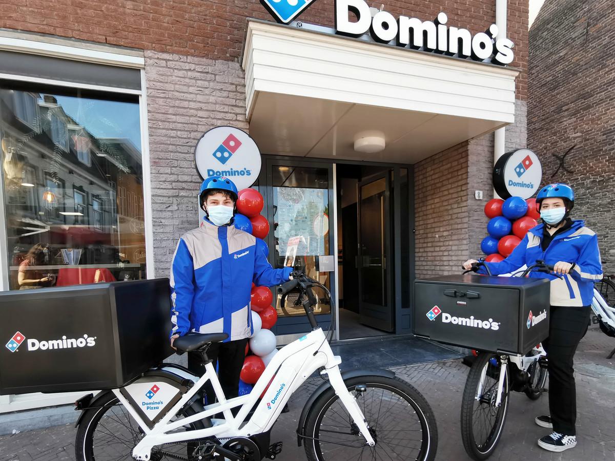 Vanaf vandaag zullen ze dagelijks in Hulst te zien zijn op hun e-bikes, de bezorgers van Domino's pizza's. Tristan en Katja gaan hun eerste bestellingen bezorgen.