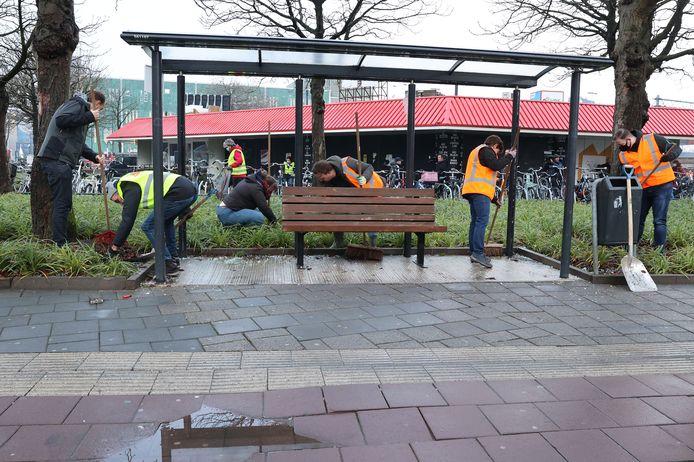 Vrijwilligers in de weer om Eindhoven schoon te maken.