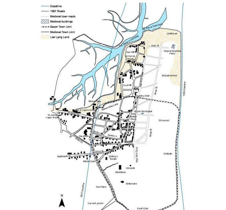De blauwe lijn rechts is de kustlijn in 1250, de blauwe lijn links is die in 2012. Beeld Southampton University