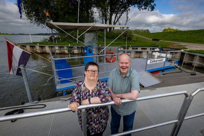 Wilma Goudbeek en Gerard Hollander zijn er beiden al vanaf het begin werkzaam bij Theehuis Zalkerveer. En wat henzelf betreft komen daar nog wel 25 jaar bij.