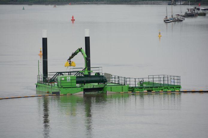 Aan het platform komt binnenkort ook nog een zelfvarende boot te liggen die autonoom grotere stukken afval uit het water gaat halen.