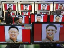 Kim Jong-Un se rend devant la dépouille de son père