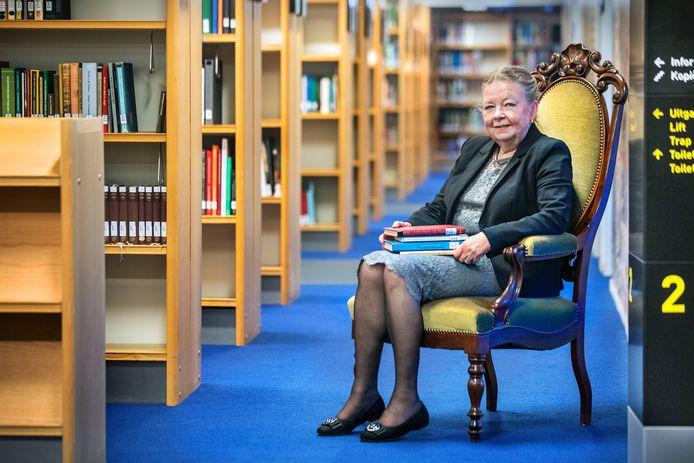 De 'koningin van de leeszaal' Jannie van Wezel zwaait na bijna 50 jaar af.