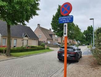 Parkeerverbod op schooldagen in deel van Deken Sendenstraat