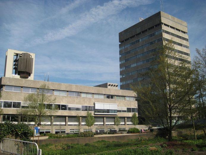 Het stadhuis van Eindhoven, gezien vanaf de Dommel.