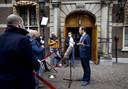 Demissionair minister Hugo de Jonge (CDA, Volksgezondheid, Welzijn en Sport) staat de pers te woord.