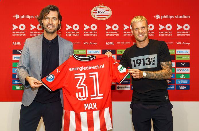 Philipp Max (rechts) en John de Jong, de technisch directeur van PSV.