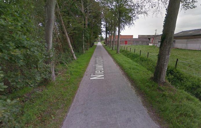 De Nieuwburgstraat in Oostkamp wordt heraangelegd.