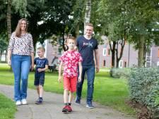 Wandelvierdaagse zat er nooit in, maar nu loopt Thijs uit Hengelo met ouders en broertje wel mooi de Nierdaagse