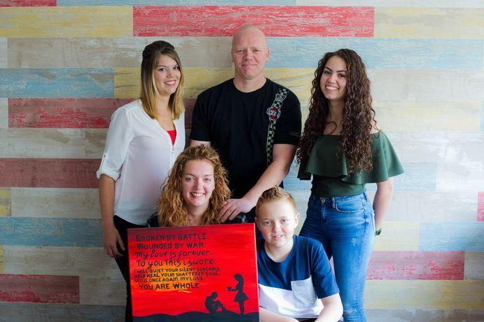 Familie van der Kraats,  met Dennis (centraal) en Mariska van der Kraats (linksonder).
