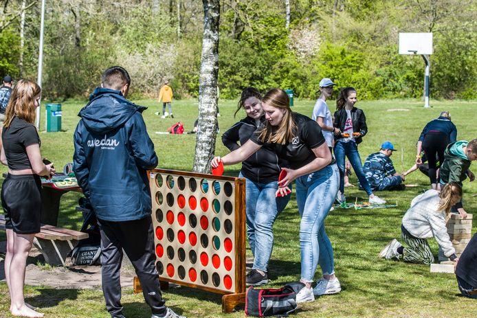 De samenwerking tussen de jongerenwerkers werd op Koningsdag afgetrapt met allerlei activiteiten voor de jeugd op Het Lageveld.