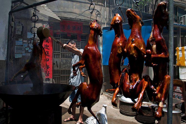 Tijdens het jaarlijkse tiendaagse festival worden naar schatting 10.000 honden gedood en opgegeten.