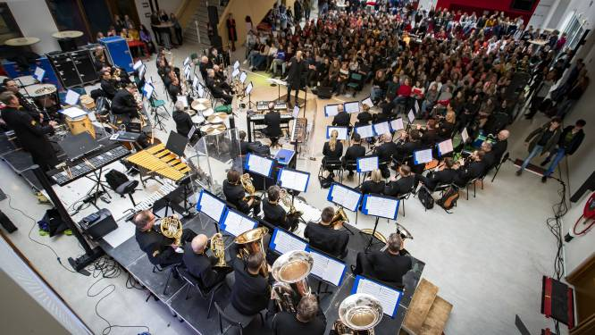Orkest luchtmacht in Openlucht Theater Hertme