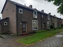 Een vergelijkbaar blok als waar de buurmannen in Apeldoorn Zuid wonen. De een woont boven en heeft de ingang voor, de ander woont beneden en gaat via de tuin naar binnen. Foto archief
