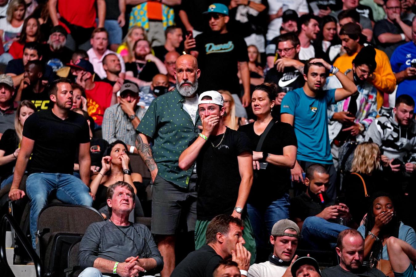 Ook bij de toeschouwers is er veel ongeloof na het zien van de gruwelijke blessure bij Chris Weidman.