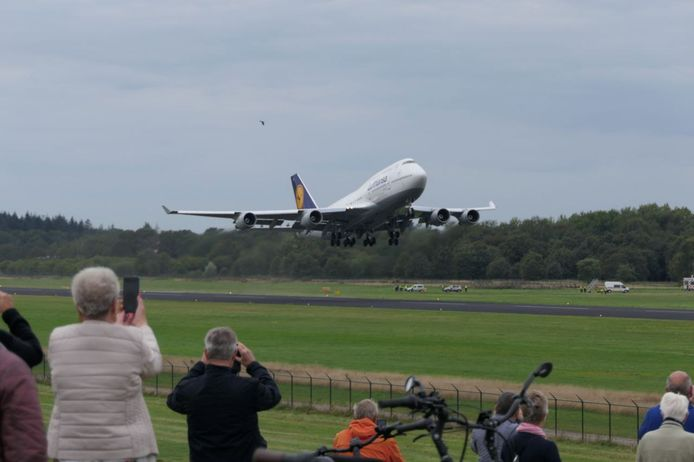 De laatste Boeing steeg maandagmiddag rond 14.00 uur op.