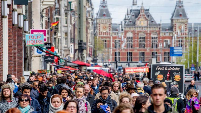 Minstens de helft van de geïnterviewden heeft weleens nagedacht, of doet dat nog steeds, over een vertrek uit Amsterdam Beeld anp
