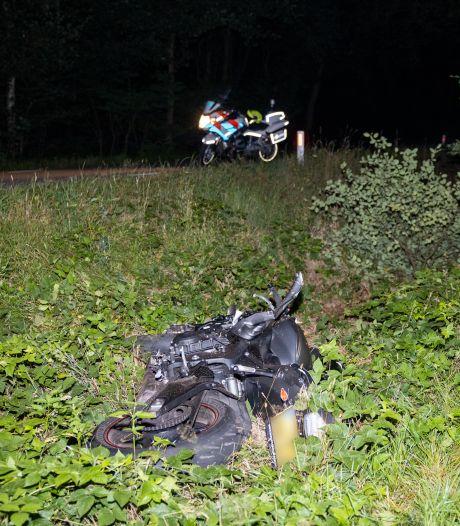 Motorrijder raakt gewond in Beerze na uitwijkmanoeuvre voor ree