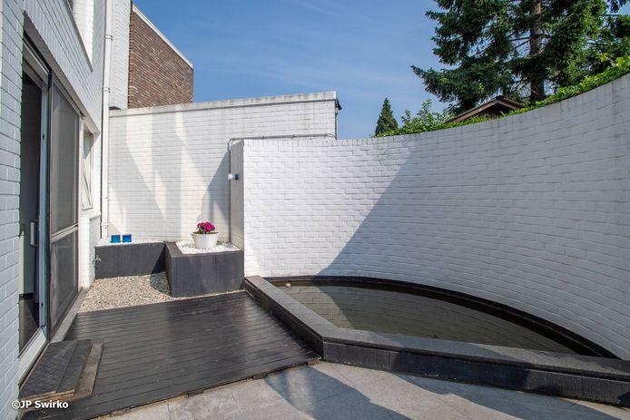 Vlaams minister van Onroerend Erfgoed Matthias Diependaele beschermt Woning Van Schuylenbergh in Aalst definitief als monument.
