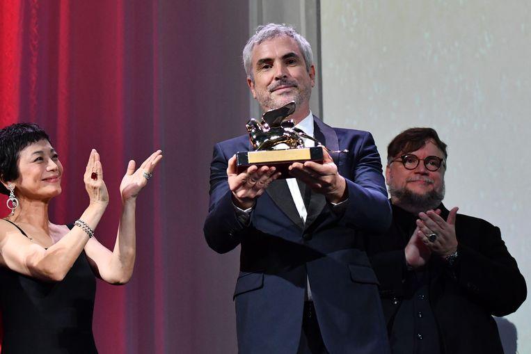 Regisseur Alfonso Cuarón wint de Gouden Leeuw. Beeld AFP