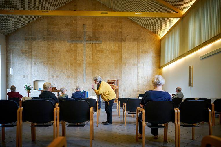 Een kerkdienst in de Remonstrantse kerk in Den Haag. Beeld Phil Nijhuis