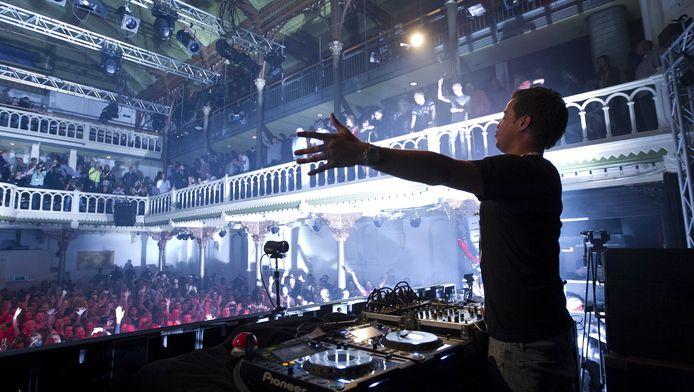 De Nederlandse dj Quintino tijdens een nachtelijk optreden op de eerste dag van Amsterdam Dance Event in een uitverkocht Paradiso.