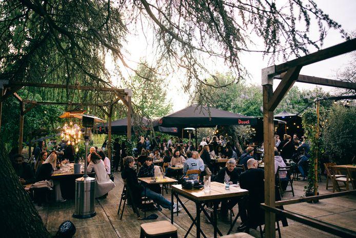 De zomer- en foodbar van Het Veld opende al in mei, vanaf 1 juli opent ook de Arena voor concerten en voorstellingen.