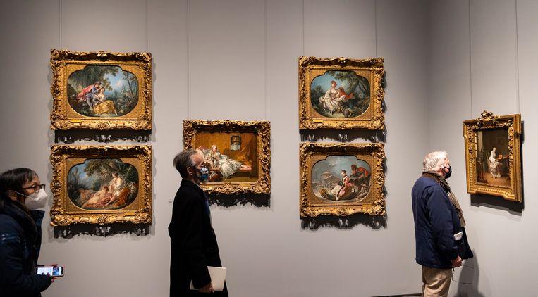 Franse schilderijen uit de 18de eeuw in het tijdelijke onderkomen van de Frick Collection.   Beeld EPA