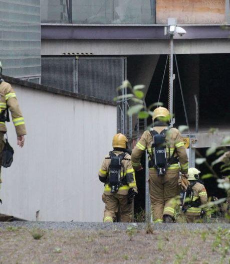 Brandweer rukt uit naar voormalig Centraal Beheer-pand in Apeldoorn: rook uit dak