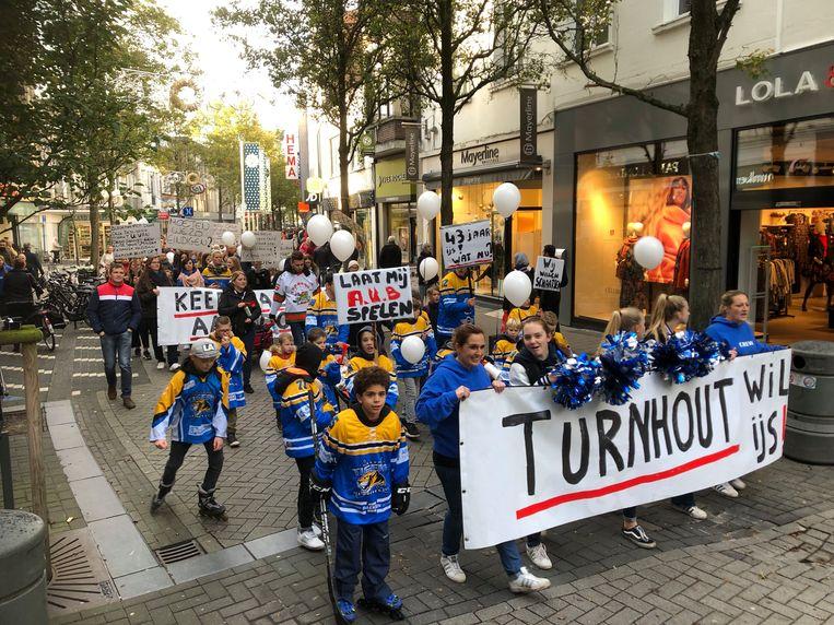 De mars trok via de Gasthuisstraat naar de Grote Markt.
