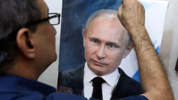 Bagdad, le 7 octobre: un artiste peintre irakien met la touche finale à un portrait du leader russe.