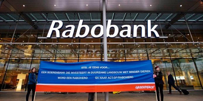 Actie bij het hoofdkantoor van Rabobank.