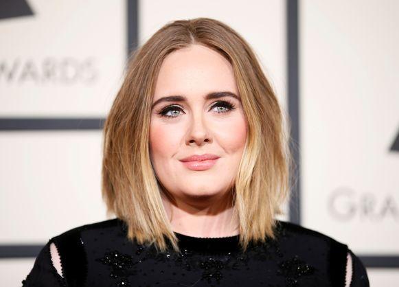 Adele's breuk met haar echtgenoot Simon Konecki is nu vrijwel officieel.