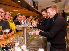 Sjarapova blij met outfit, Reus tapt biertje voor Dortmund-fans