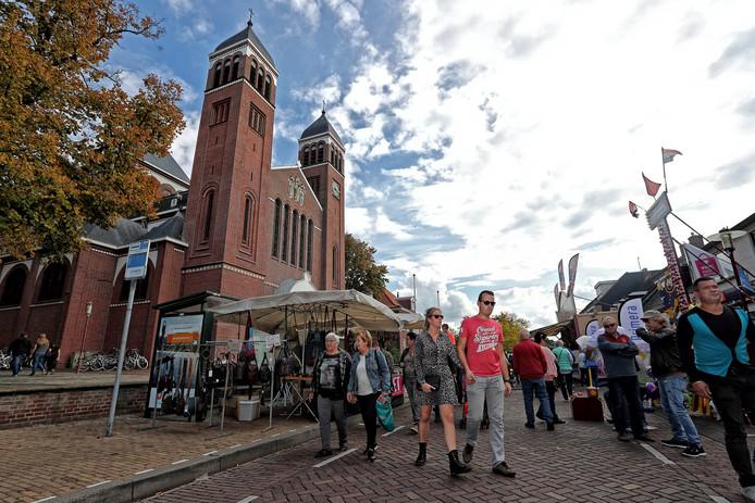 De PvdA in Bergen op Zoom deelt de zorgen vanuit Halsteren over de braderie die dit jaar samenvalt met twee evenementen in de Bergse binnenstad.