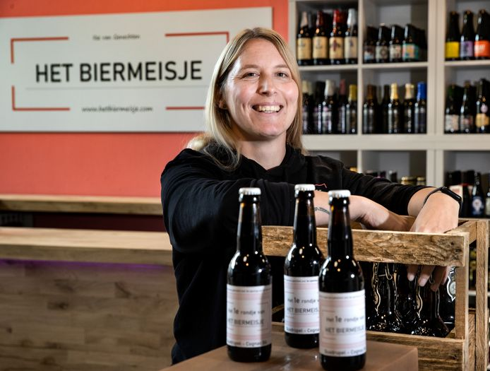 Ilse van Genechten in haar nieuwe bierspeciaalzaak