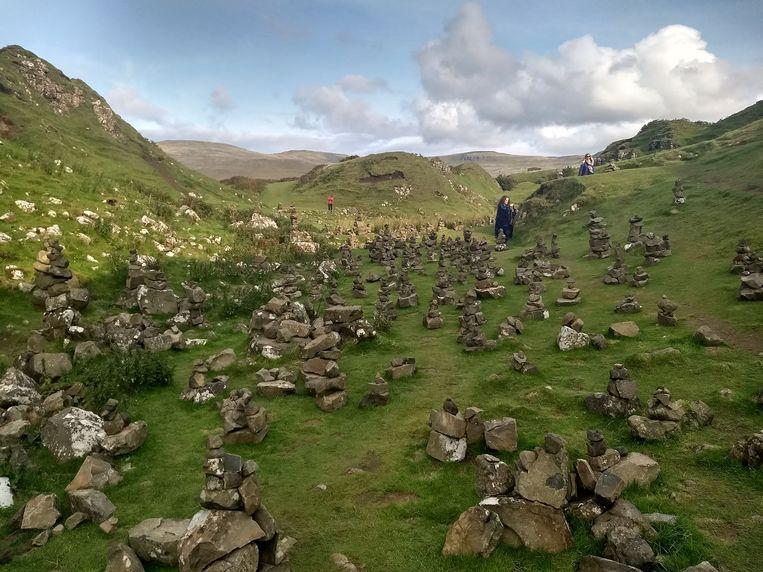 Mijn geliefde Nikkie (m) op de droomplek: Fairy Glen, The Isle of Sky, Schotland. Beeld RV