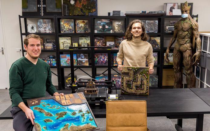 Nick de Waal (links) en Rick Waterschoot in  de headquarters van Next Level Board Gaming.