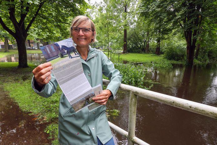 Agnes Leijen maakte een wandelmapje met daarin tien kaarten met wandelingen.