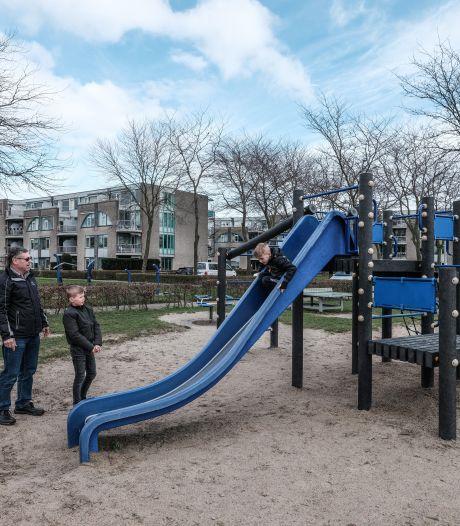 Bij de speeltuin op het Eilandplein in Duiven zijn rokers niet meer welkom (al wordt er niet gecontroleerd)