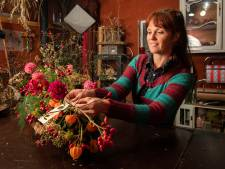 Oennio van de Wetering uit Haarlo is rouwbloemist: 'Ik voel een soort van dankbaarheid dat ze mij toelaten in hun verdriet'