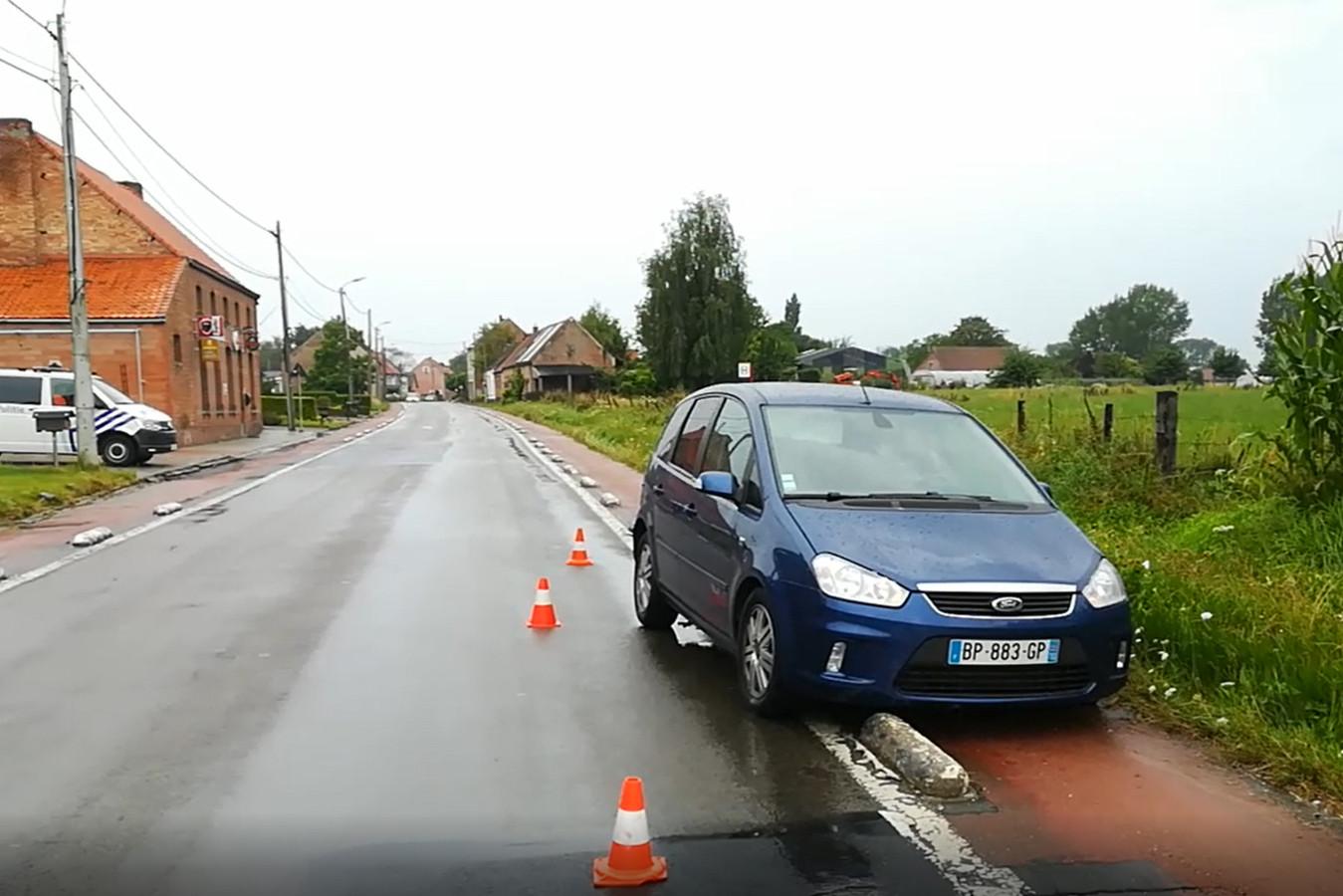 De vluchtwagen crashte in Kruibeke.