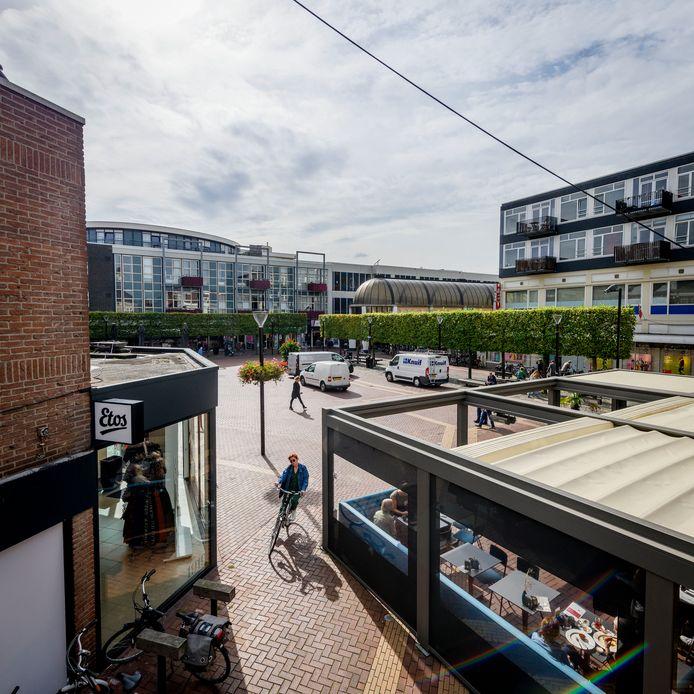 De overkapping van het terras van café Het Wetshuys blijft de gemoederen bezighouden.
