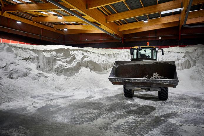 Om de gladheid te bestrijden rukte de gemeente Woensdrecht vorige winter dertig keer uit en gebruikte daarbij 210.000 kilo strooizout. Voor de komende periode ligt een nieuw strijdplan klaar.