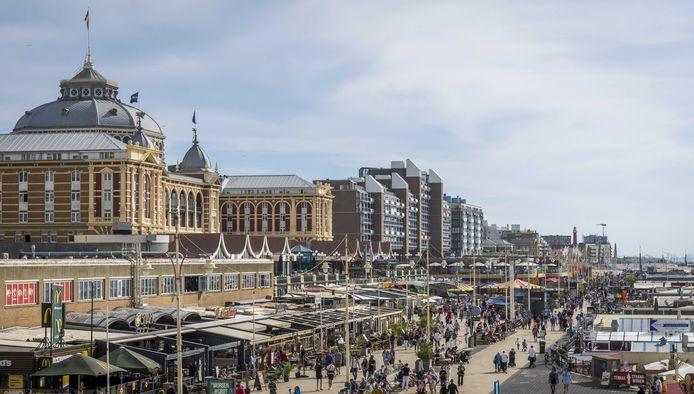 Na weken dicht te zijn geweest vanwege de coronacrisis hebben veel horecagelegenheden in Scheveningen vandaag de deuren weer geopend.