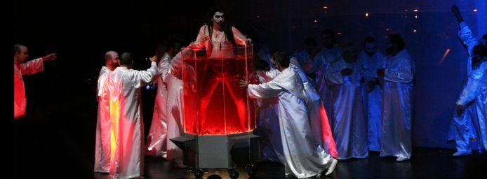 Scène uit de Carmina Burana door La Fura dels Baus, eerder in Argentinië.