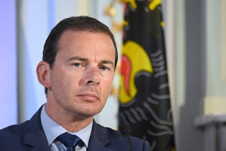 Volgens het kabinet van welzijnsminister Wouter Beke (CD&V) is er nooit een tekort geweest aan zuurstofapparaten. Hij blijft ook benadrukken dat er in 88 procent van de Vlaamse rusthuizen geen tot nauwelijks problemen waren. Beeld Photo News