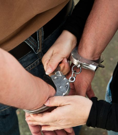 Un homme sème le trouble et menace ses voisins avec une arme à Saive