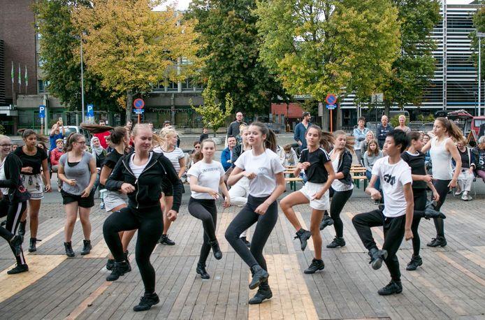 Stockfoto. Het Jeugdcentrum Kiel ontwikkelde samen met vier aanbieders dan toch een dans-en beweegaanbod uit voor jongeren tot en met 27 jaar.