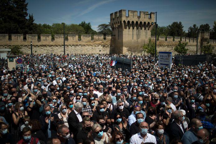Plusieurs milliers de personnes étaient réunies à Avignon dimanche après-midi pour rendre hommage à Eric Masson.